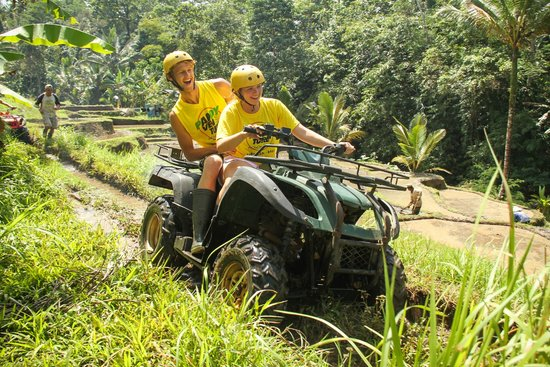 Paddy Adventure Bali: Giving my wife a turn at driving!