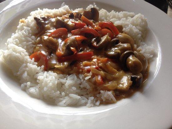The Red House Inn: Mushroom Stroganoff - Veggie Option...nice