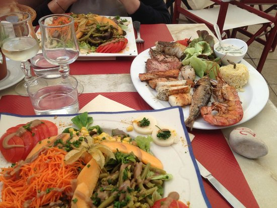 L'Ecluse : Seafood mixed grill with special salad