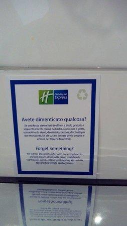 Holiday Inn Express Bologna-Fiera : Servizio aggiunto in camera in caso di dimenticanza di prodotti di uso personale. Complimenti!!
