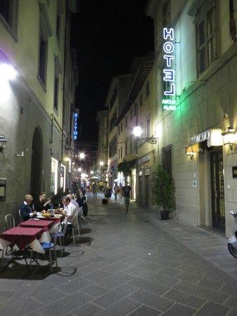Hotel Nuova Italia: Via Faenza