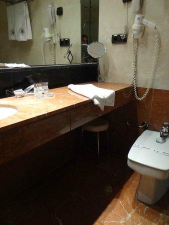Catalonia Diagonal Centro: Banheiro