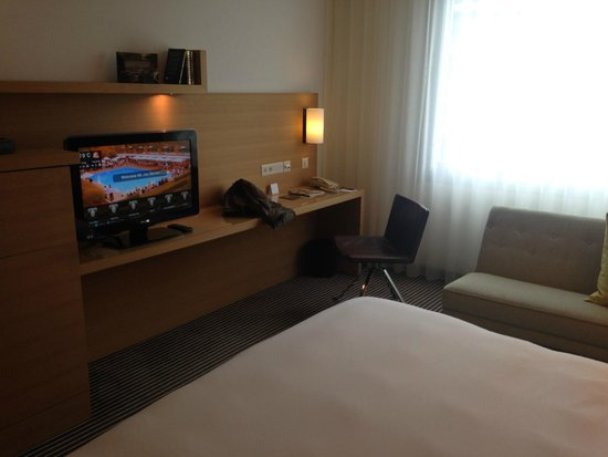 Hotel InterContinental Geneve: view of tv
