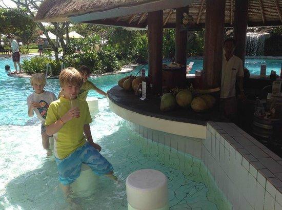 Grand Mirage Resort & Thalasso Spa - Bali: Pool bar -- big hit with the kids!