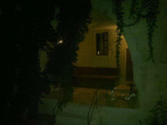 Dervish Cave House : camino a mi habitación cueva