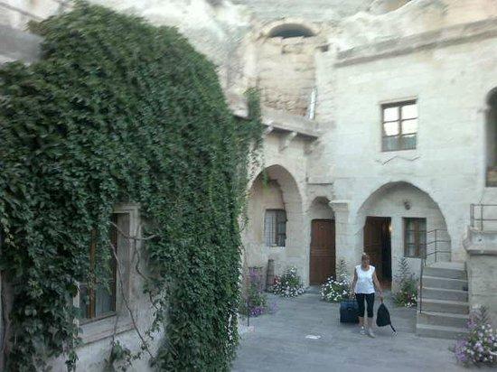 Dervish Cave House: camino a la habitación