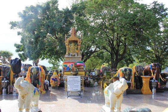 Phromthep Cape : four faced Buddha