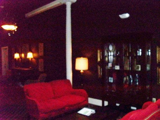 The Clarke Hotel: Dark picture of the second floor lobby, very cozy