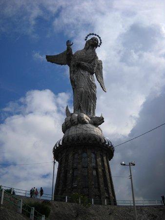 La Virgin del Panecillo