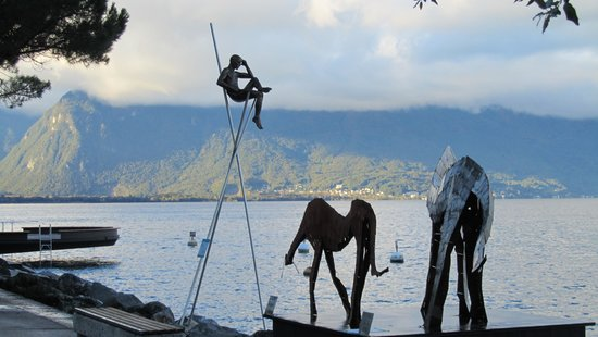 Eurotel Riviera Montreux: Биенале на набережной