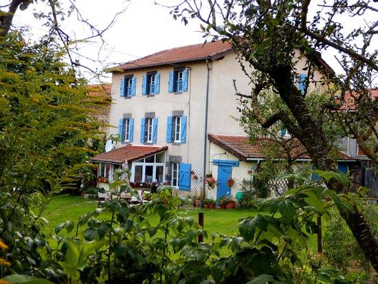 Champagnac-le-Vieux, Francia: Dans un écrin de verdure le gîte Le Boucharel