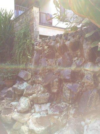 Gending Kedis Villas & Spa Estate : waterfall