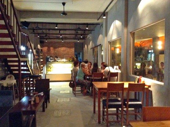 Dingo Deli: Interior Dining Room