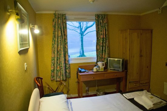 Claymore Hotel : Single Loch view room