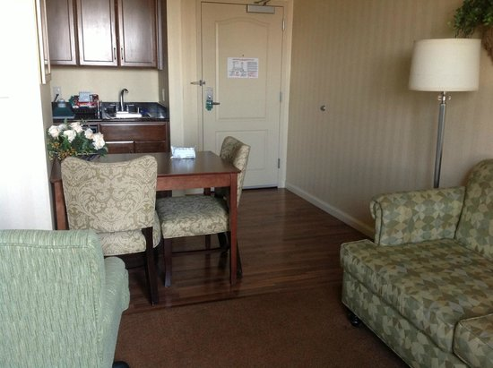 Homewood Suites by Hilton Sacramento Airport-Natomas: Kitchen/ Dining area