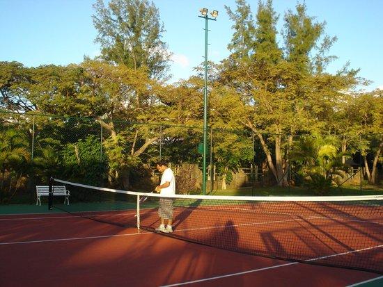 Sofitel Mauritius L'Imperial Resort & Spa: tennis courts