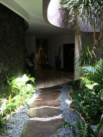 Gending Kedis Villas & Spa Estate: Out of recpetion