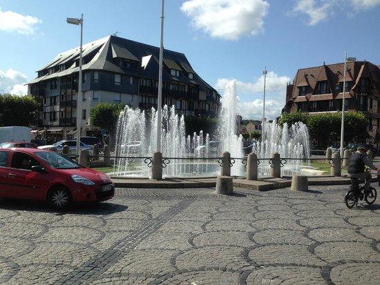Pierre & Vacances Résidence Le Castel Normand : La piazza centrale