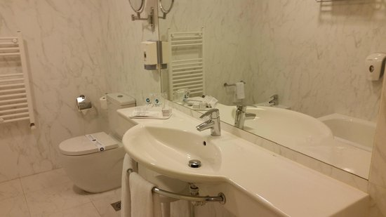 Hotel Carlton Rioja : Cuarto de baño