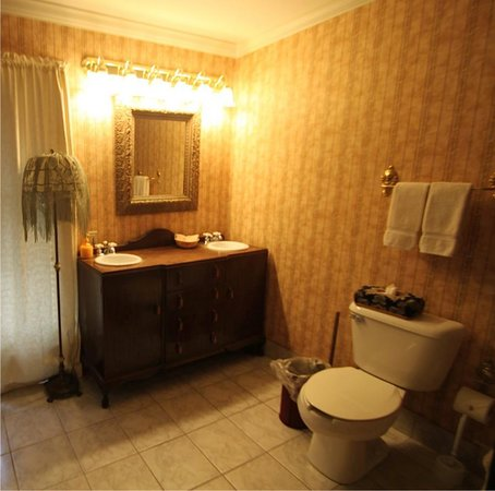 Montgomery Inn: Victorian Suite Bath