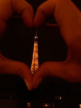 Mercure Paris Centre Tour Eiffel: Janela do nosso quarto