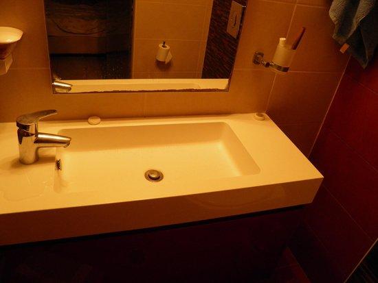 Frini Hotel: Μπάνιο