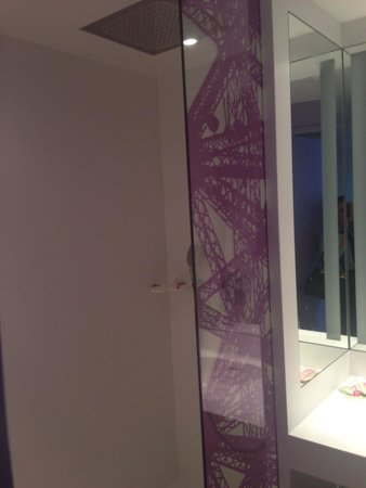 Mercure Paris Centre Tour Eiffel: Beautiful bathroom with lovely rainfall shower