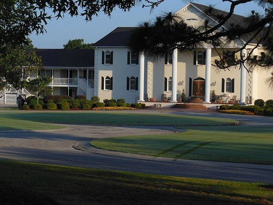 Beau Rivage Golf & Resort : front of hotel