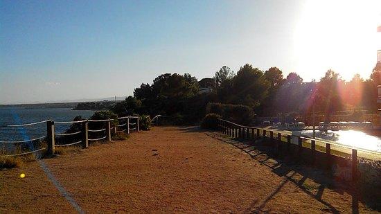 Ohtels Cap Roig: Esta es la zona al lado de la piscina.