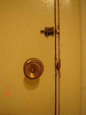 Hotel Cap Negret: Porte salle de bains