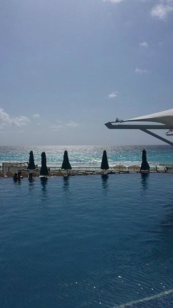 Hard Rock Hotel Cancun: Pool and Ocean View