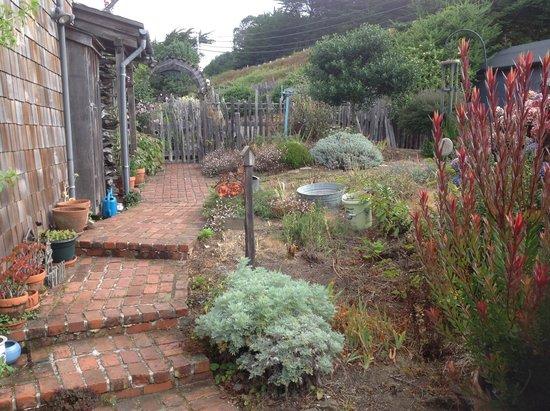 Bettilou's Inn: Garden