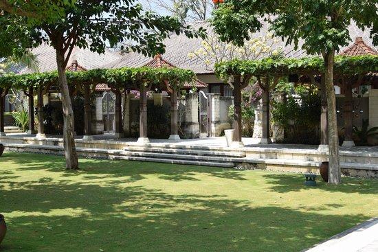Sudamala Suites & Villas: Garden court