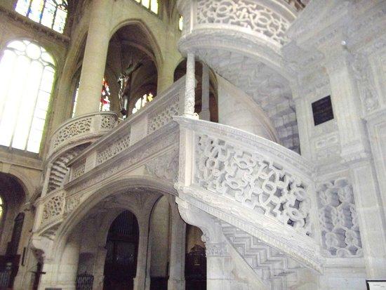 Saint-Étienne-du-Mont : le scale di marmo bianco traforate