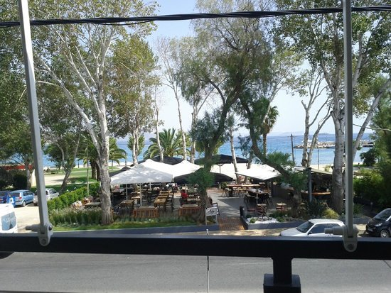 Psarakia & Thalassina: View of Varkiza port, from the 1st floor balcony !!!