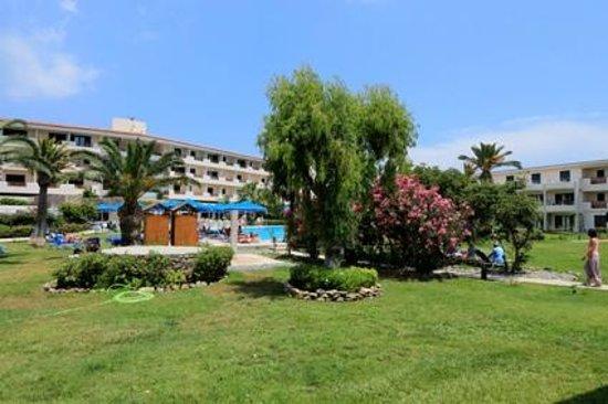 Mitsis Ramira Beach Hotel : Vu des chambres au rez-de-chaussé