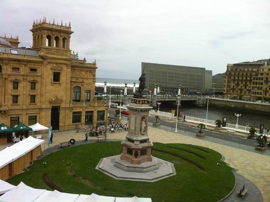 Hotel Maria Cristina, a Luxury Collection Hotel, San Sebastian: View from room