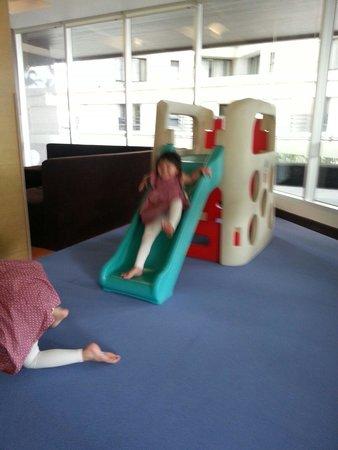 Sathorn Vista, Bangkok - Marriott Executive Apartments: 5樓的兒童遊戲完我兩名女兒玩得很開心