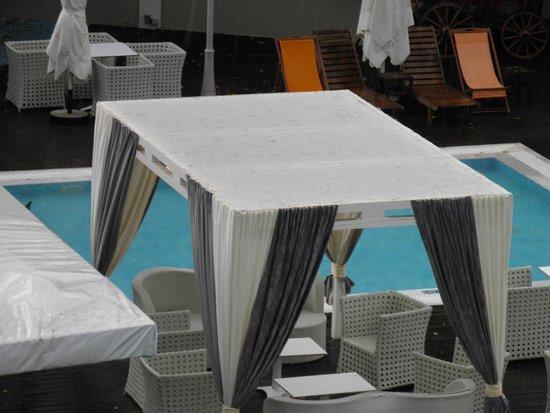 Amalias Hotel: Πισίνα