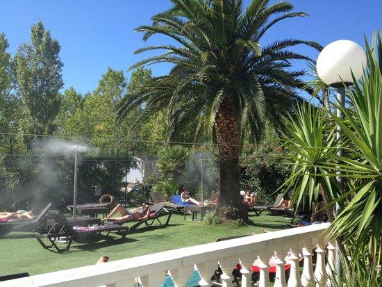 Espace detente photo de camping sandaya riviera d azur - Camping les jardins de villepey saint aygulf ...