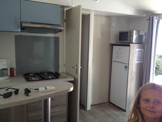 Camping Sandaya Riviera d'Azur: Coin cuisine suite