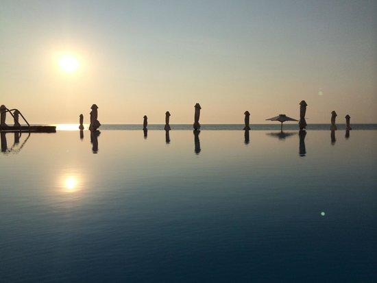 Sani Beach: Piscine à débordement nord