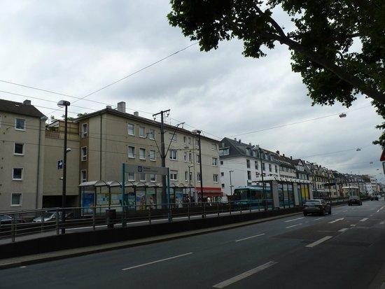 Advena Motel Frankfurt: Dornbusch U-Bahn station