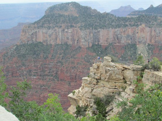 Grand Canyon North Rim : view of the canyon from the right side of the veranda