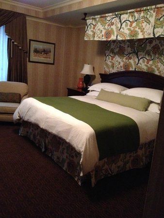 The Talbott Hotel: King size bed in room 509