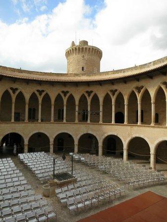 Castell de Bellver (Schloss Bellveder): Внутри