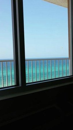 Palmetto Inn & Suites: Looking out our rooms window