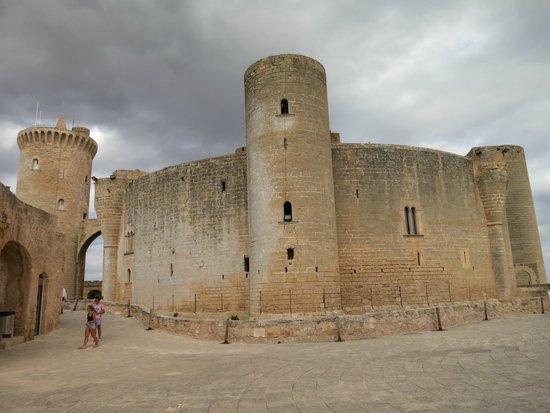 Castell de Bellver (Schloss Bellveder): Замок Бельвер