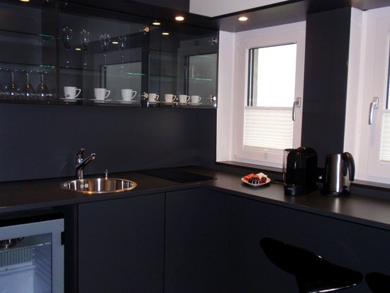 Seminarhotel Seeblick: Luxe keuken/bar in de familiekamer