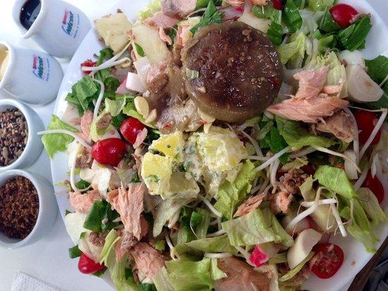 Nectar da Serra: Salada montada com 12 ingredientes
